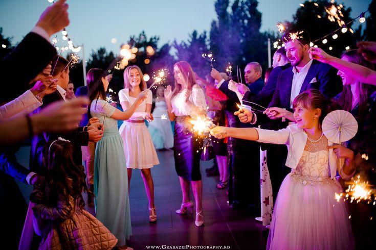Outdoor wedding decoration photo ideas #grabazei #outdoorwedding #nuntainaerliber #bucuresti #bucharest fotograf nunta bucuresti #chisinau summer   Bengal lights fireworks