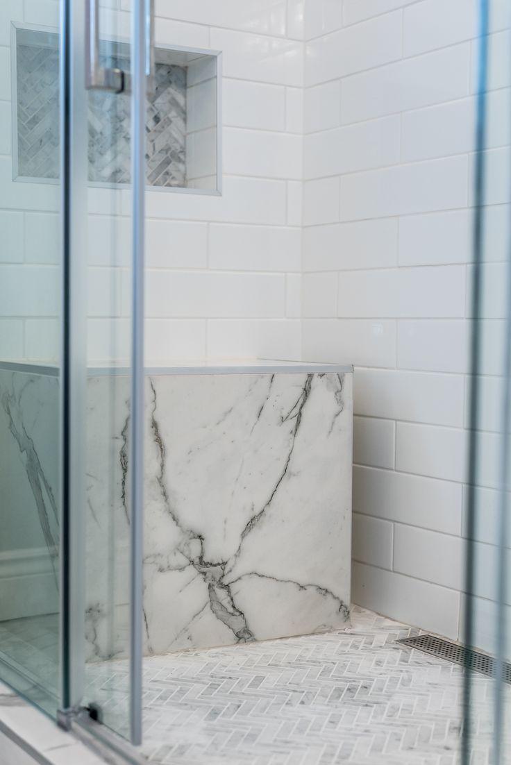 les 25 meilleures id es de la cat gorie bancs de douche sur pinterest grande douche carrel e. Black Bedroom Furniture Sets. Home Design Ideas