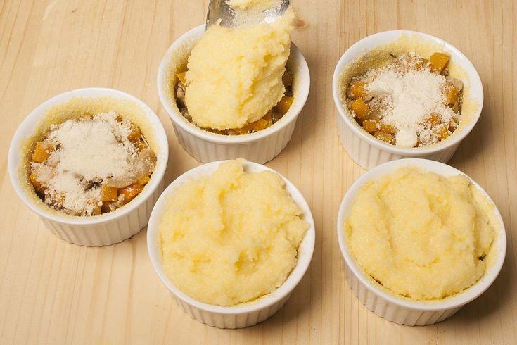 Mini pie con polenta, zucca e funghi porcini