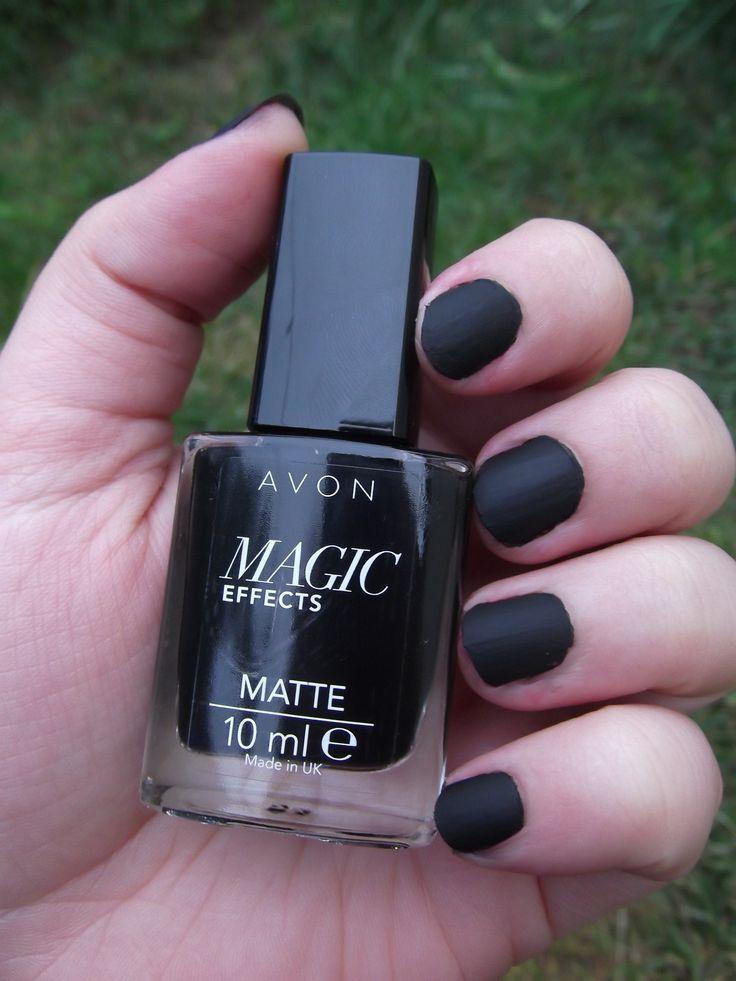 """Avon Magic Effects Matte """"Black"""", 10 ml / Már régóta szerettem volna matt fekete lakkot, mert fényes feketével ötvözve nagyon szép dolgokat lehet vele művelni. :) Úgyhogy mikor megláttam az Avonban, egyből tudtam, hogy KELL! ^^ Ráapplikálni a körmökre kicsit macerás, mert ha nem vigyázunk, csíkos marad..:/ Tartósságra sem túl tartós, legalábbis fedőlakk nélkül (sima fedőlakk esetén eltűnik a matt hatás, ilyen hatású fedőlakkom meg nincs, úgyhogy nem tudtam kenni rá) :/ Így jó, ha 2 napig…"""