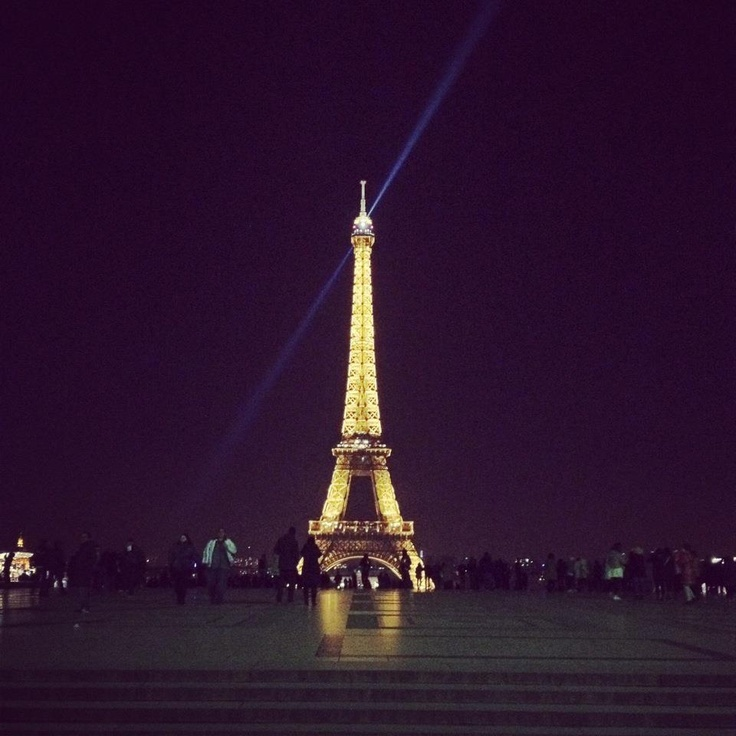 Place du Trocadéro, Paris. I took this picture using my iPhone 4S and Instagram.