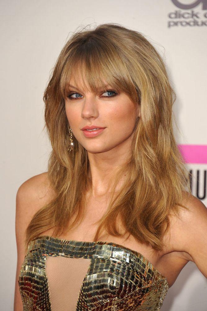 Taylor Swift, cabello liso y abundante