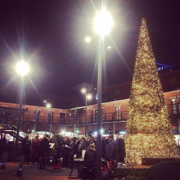 Day 438: Carol singing by the tree in Gunwharf #cowley365 #365dayschallenge #365dayproject #365photoproject #365project #365 #365days @gunwharfquaysoutlet Instagram: http://ift.tt/1Pkc8Cl