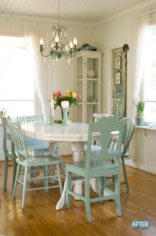 mismatched chairs all painted the same color. Boards, Dining Rooms, White Tables, Mismatched Chairs, Painted Chairs, Kitchens Tables, Diningroom, Dining Table'S, Painting Chairs
