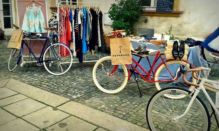 Vintage clothes and bikes at Reparada.
