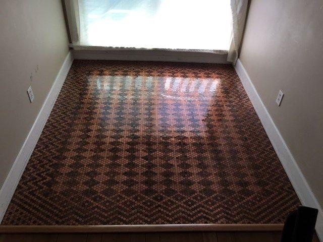 Origineel: deze vloer bestaat uit 13.000 muntstukken - Vloeren - Livios