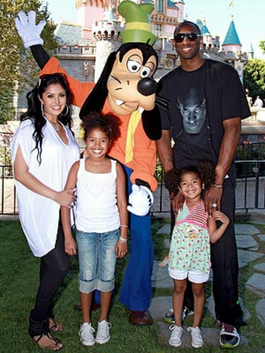 Kobe Bryant with wife  Vanessa with daughter's Natalia and Gianna