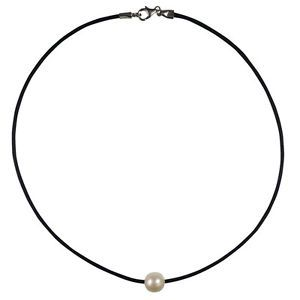 Classic Single Pearl and Black Leather Necklace #pearls #pearls&leather #blackleather #necklace #christmasgifts #christmas #freshwaterpearls www.apassionforpearls.com
