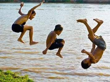 Thailand Children have no fear what so ever and just go for it.We would be looking for reasons not to do ,not the case in Thailand. They show no fear at allWelcome to Thailand friends and see lots more of Thai Culture.