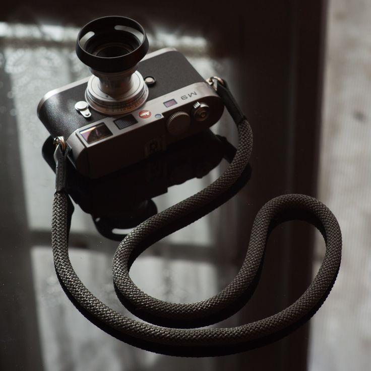 Grey Snake by: www.tieherup.eu