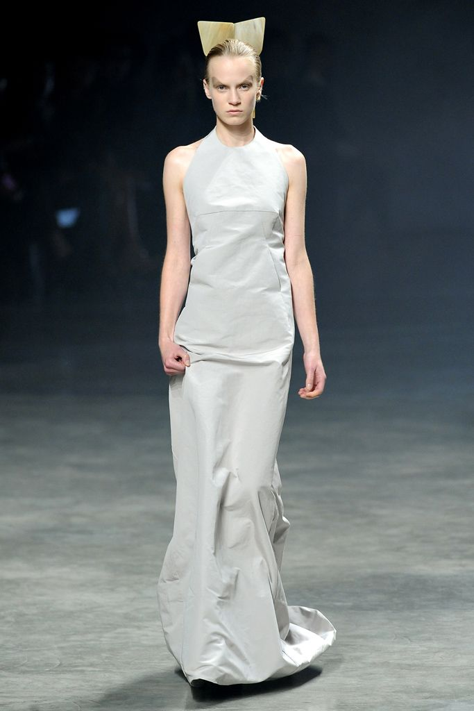 Contemporary Designer Example: 2. Rick Owens Spring 2011 RTW. The head piece on the model has the same kind of shape of caul.