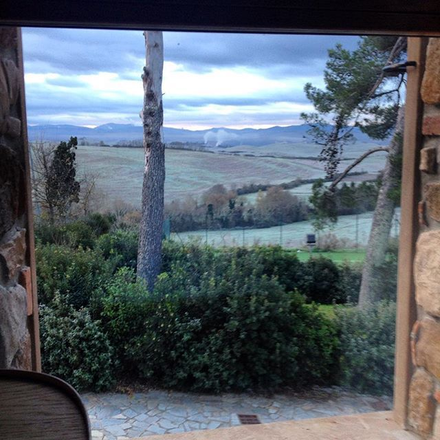 Winter #tuscanyforever morning view from Villa Aria #blogger #theguide #italy #discovertuscany #visittuscany #picoftheday #grazie