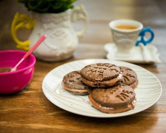 Biscoito de chocolate recheado de Nutella