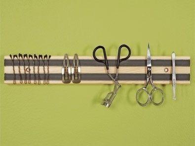 25. Usa un rack magnetic para ordenar tus artpiculos de hygiene.