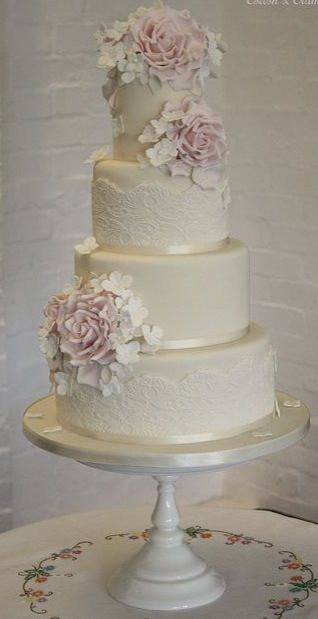 Lace effect cake
