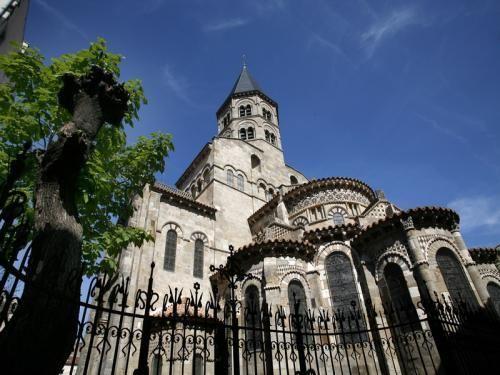 Clermont-Ferrand: Notre-Dame du Port - France-Voyage.com
