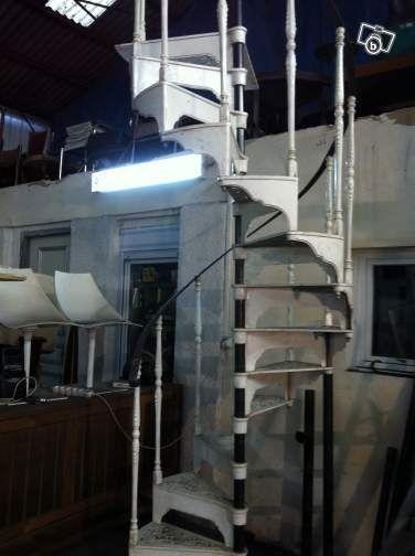 Plus de 1000 id es propos de maison sur pinterest industriel polices d - Escalier colimacon ancien ...