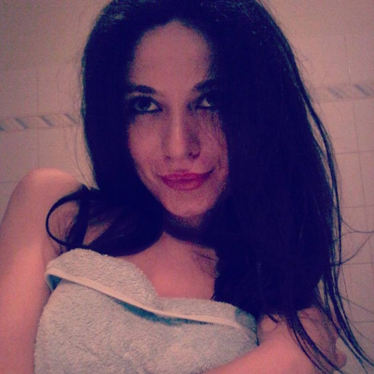 #selfie #instagram #girl #ragazza #Life #likesforlikes #emmamarrone #belenrodriguezreal #shakira  #arianagrande #justinbieber #momento #makeup #harrystyles #despasito #luisfonsi #notte #buonanotte #night #goodnight #telefono #phone #elsa #no #frozen http://misstagram.com/ipost/1547375641103946245/?code=BV5YfJ-F9IF