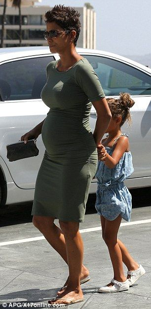 What a lovely maternity style dress -iLoveClass