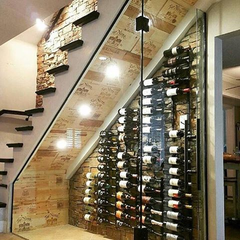 Ficou show essa adega embaixo da escada!! Marque seus amigos que curtem um bom vinho!! #vinho #vin ...
