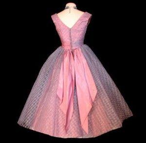 Pretty pink prom dress! Gorgeous :)