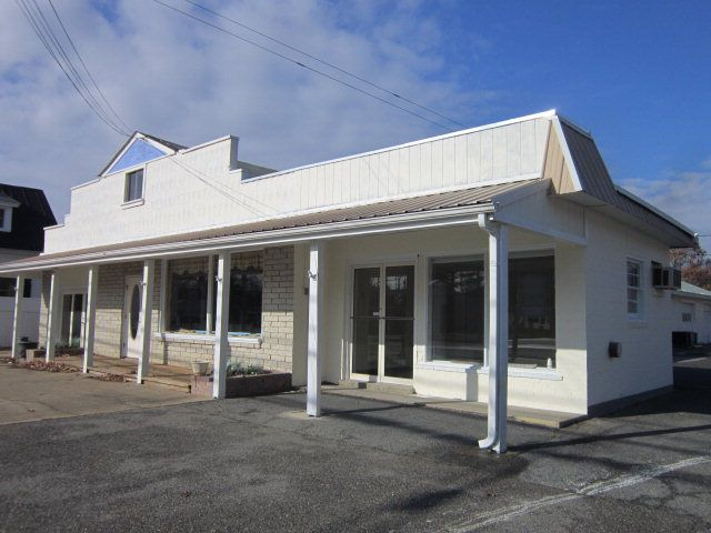 Commercial Property in Busy Downtown Deltaville. 5600 sf of Multiple areas for Sale. 5 Rental units in place. $185,000 Call Helen Edwards 804-815-3333  for more details