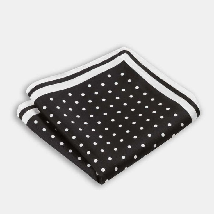 Beyaz desenli siyah ipek mendil  | 34.99 TL