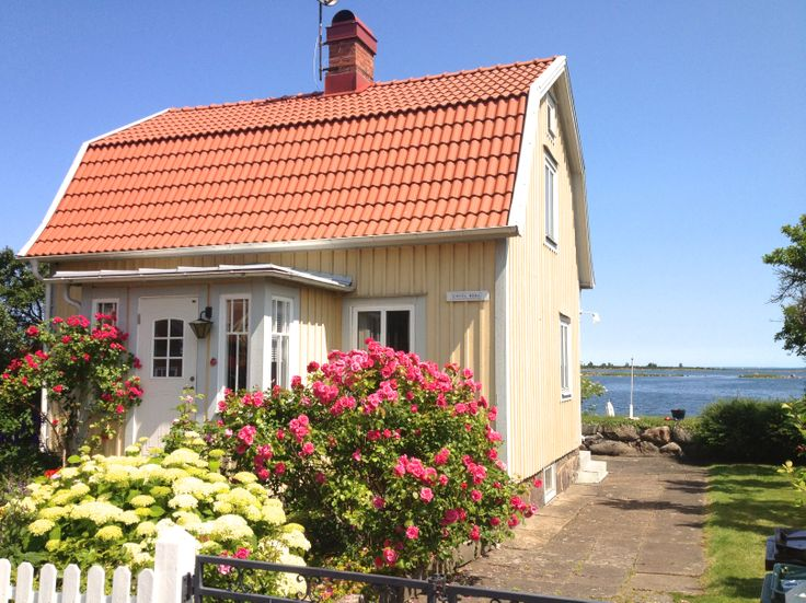 The perfect yellow house on the countryside next to the sea, Kristianopel.