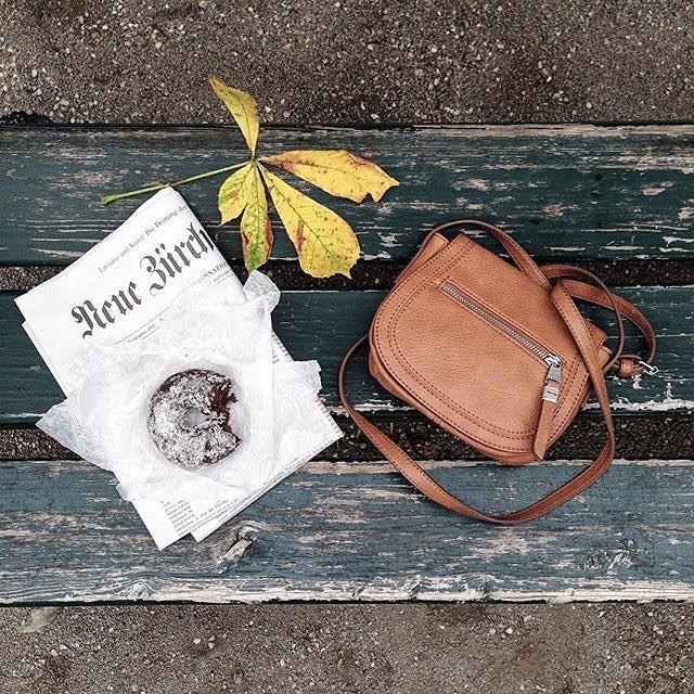 """@anafinta - Камю как-то сказал: """"Осень вторая весна, когда каждый лист цветок ...», и мы говорим: шоколадные пончики вкус еще лучше, когда становится холодно!  Теплый мешок карамель по #Esprit."""