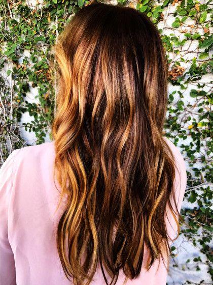 Ihr wollt eine lange, gesunde Mähne und zwar so schnell wie möglich? Wir haben die ultimativen Tipps für euch, wie eure Haare schneller wachsen.