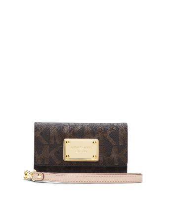 Form meets function with our petite and portable wristlet. Its tone-on-tone logo print reads chic, while the supple leather wrist strap is designed for easy carrying. The secure snap closure and lined interior are custom made to store your phone, while luxurious details like a gilded, logo-engraved plaque ensure it will be a winning addition to your everyday routine.