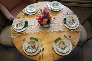 Easter table - simple and pretty