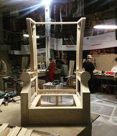 Такой вот шикарный трон делаем для салона красоты) Даже в такой степени готовности он выглядит роскошно! Форма действительно удачная! #мебельназаказ#мягкаямебель#мягкаямебельназаказ#мебель#декор#интерьер#дизайн#furniture#design#interior#like#beautiful#decor#details#chair#кресло#трон