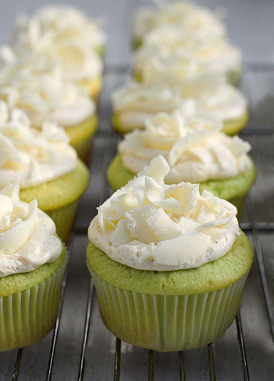 Pistachio Cupcakes-- I LOVE pistachio!