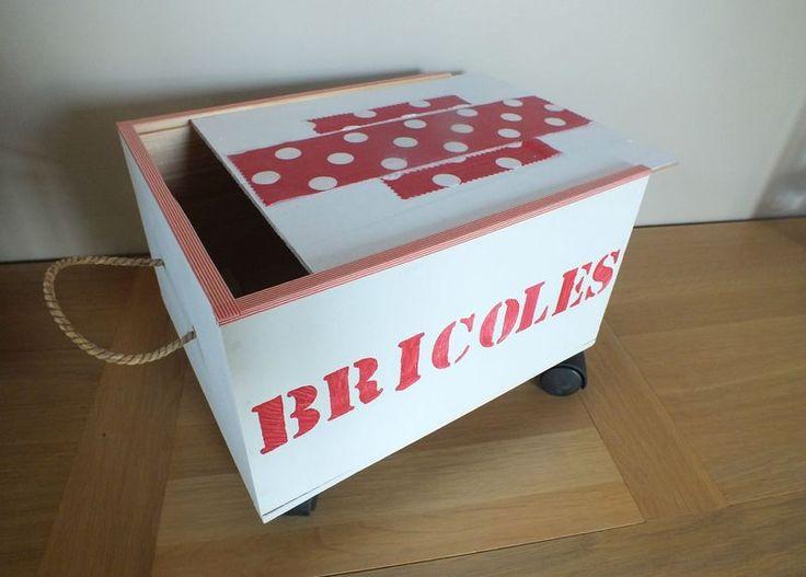 Idée rangement-récup : faire un petit chariot à roulettes avec une caisse en bois http://www.puresweethome.com/rubrique/meubles-et-objets_r3/mini-chariot-a-roulettes_a282/1