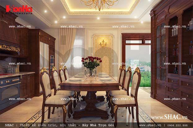 Sử dụng vật liệu gỗ cao cấp cho nội thất bếp và phòng ăn cổ điển làm tăng thêm giá trị đẳng cấp của ngôi biệt thự Pháp