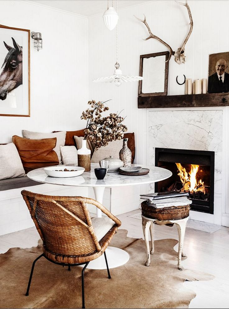 Chicest little dining room every. Want to move in here, stat.