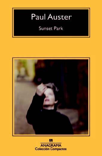 Siempre es necesario regresar a un libro de Paul Auster. Es un refugio. Justo por estos días quiero buscar alguna de sus historias. Algo que hable sobre la casualidad, sobre los encuentros, sobre el azar, esos momentos irrepetibles en los que encuentras algo que estabas buscando hace tiempo y te hace feliz, aún teniendo la certeza de que acabarás perdiéndolo. Necesito a Paul Auster para que me diga, como si fuera un amigo, que la suerte es un círculo y los encuentros siempre se repiten.