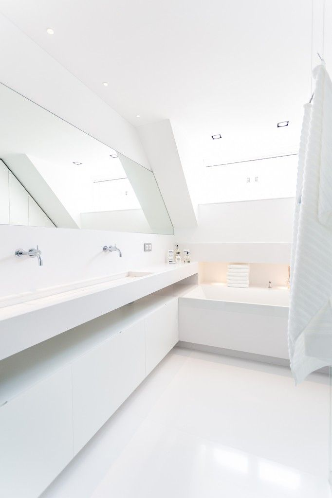 25 beste idee n over witte badkamers op pinterest badkamer badkamers en familie badkamer - Witte badkamer ...