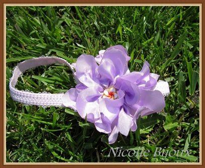 Bentita cu floare mov (15 LEI la nicolebijou.breslo.ro)