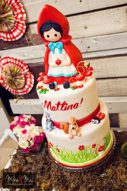 Mattina's Little Red Riding Hood Themed Party: Cake