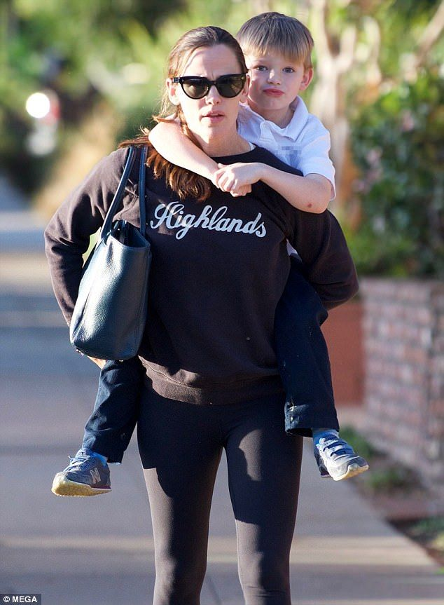 Jennifer Garner gives son Samuel a piggyback  Jennifer Garner is a committed mom-of-three.  The 45-year-old actress gave her son Samuel five a piggyback ride as they ran errands on Thursday in Brentwood.  She shares her childrenViolet 12 Seraphina 9 and Samuel fivewith Ben Affleck whom she recently filed for divorce from in April 2017.  Mother-son time:Jennifer Garner gave her son Samuel five a piggyback ride as they ran errands on Thursday in Brentwood  Co-parenting: Jennifer shares her…