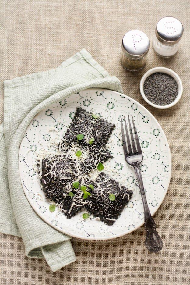 """- VANIGLIA - storie di cucina: il nero """"si porta"""": ravioli integrali al nero di seppia con ripieno di asparagi, limone e Parmigiano Reggiano"""