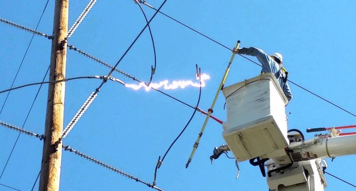 Power Line Worker Has Close Call After Electricity Runs Wild!