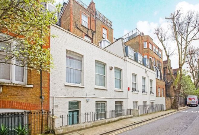 London living. This is a great opportunity to rent a fantastic apartment, in the centre of Notting Hill, close to the eclectic mix of restaurants and bars that West London has to offer.