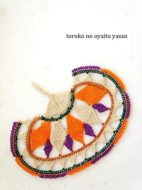 A large flat 'iğne oyası'  (Turkish lace, made with the needle).  Aegean style (Izmir region).