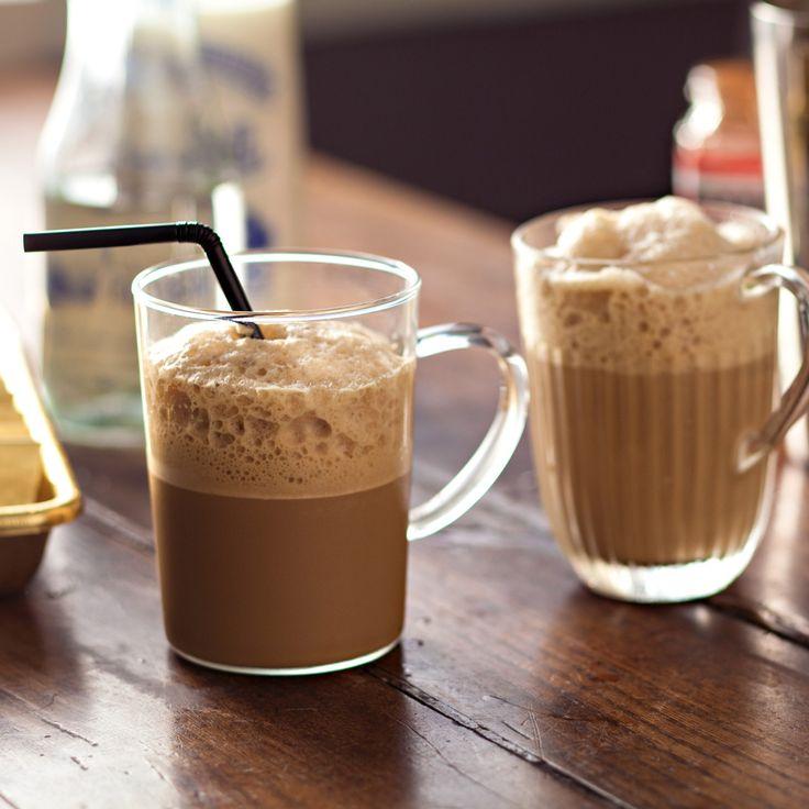 Iced coffee ou café frappé, mon homme adore ça alors pour l'épater j'ai décidé de lui concocter ma propre recette. A servir avec des petits sablés craquants.