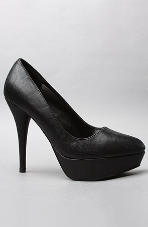 The Ready Pumps in Black