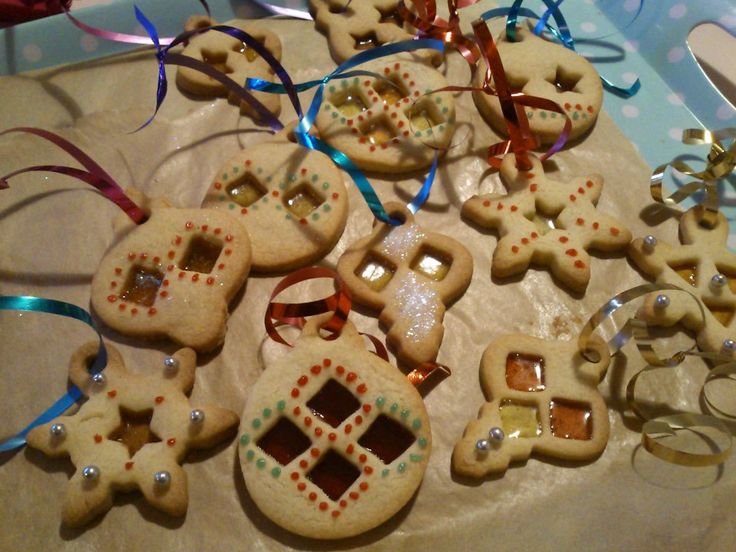 #CPfestivecrafts Cookies to hang on the tree