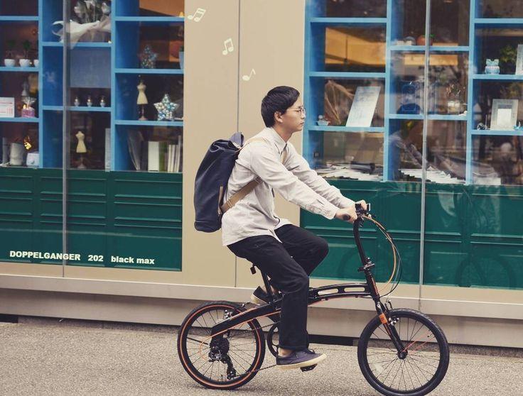 ドッペルギャンガーのアイコンともいえるパラレルツインフレームを採用する 20インチ折りたたみ自転車のロングセラーモデル DOPPELGANGER 202 black max the beginning - take a new step -  倒れないため走り続け 変化を恐れず前に進む  鼻歌なんか歌いながら用もないのに街へブラブラ そんな気分の時に最適な自転車です 色んな言語の #自転車  #bicycle #bike #vicicleta #fahrrad #velo #bicicletta #fiets  #cykel #велосипед #POLKUPYÖRÄRETKI #자전거  #ドッペルギャンガー  #DoppelgangerBike #自転車のある風景 #instabicycle #minivelo #foldingbike